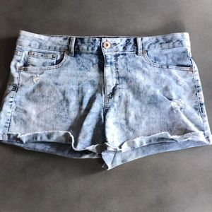 Jordache acid wash distressed high rise jean short